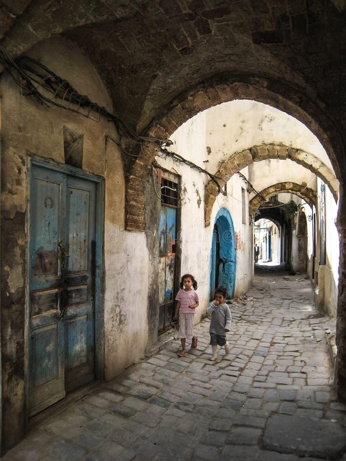 Een straat in medina. Bizerte. Tunesië royalty-vrije stock afbeelding