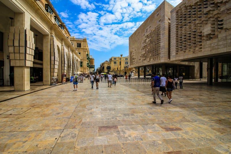 Een Straat van de Republiek van de straatscène, Valletta, Malta stock afbeeldingen