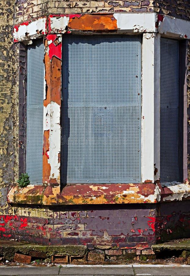 Een straat van ingescheept op verlaten huizen royalty-vrije stock foto