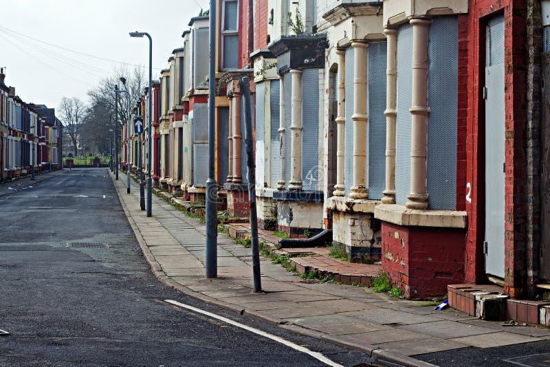 Een straat van ingescheept op verlaten huizen in Liverpool het UK royalty-vrije stock afbeelding