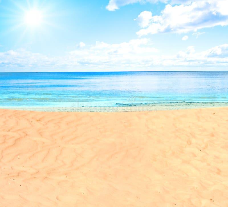 Een strand royalty-vrije stock afbeelding