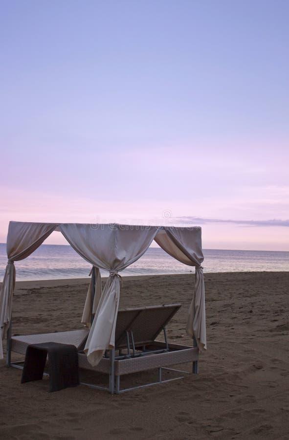 Een Strand Cabana bij Zonsondergang royalty-vrije stock fotografie