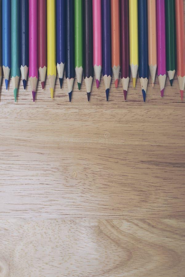 Een studio dichte omhooggaande foto van het kleuren van potloden stock afbeeldingen