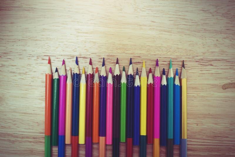 Een studio dichte omhooggaande foto van het kleuren van potloden stock foto