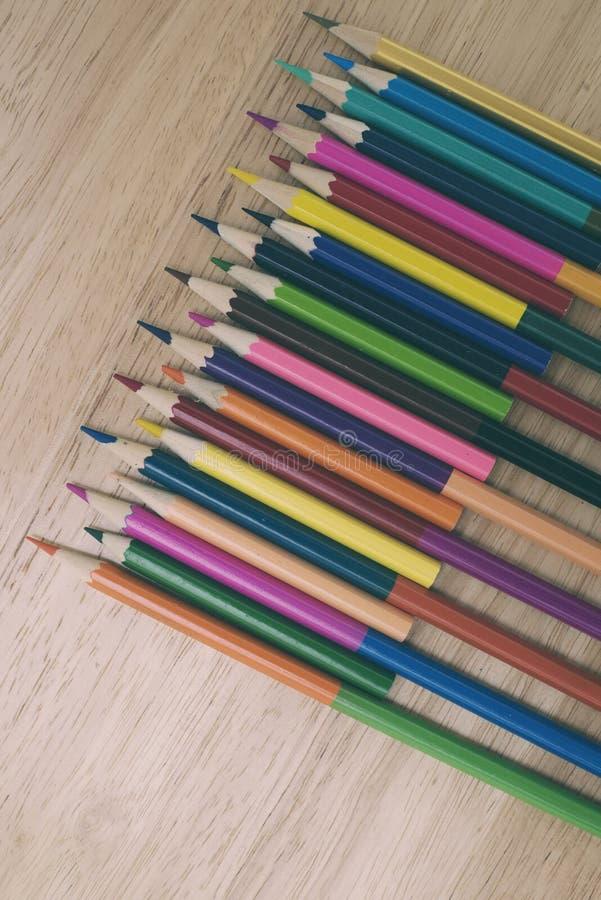 Een studio dichte omhooggaande foto van het kleuren van potloden stock foto's