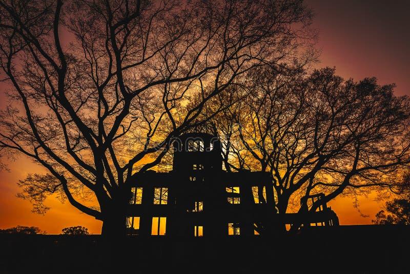 Een symbool van Hiroshima en een nadruk voor gebeden voor wereldvrede stock foto's