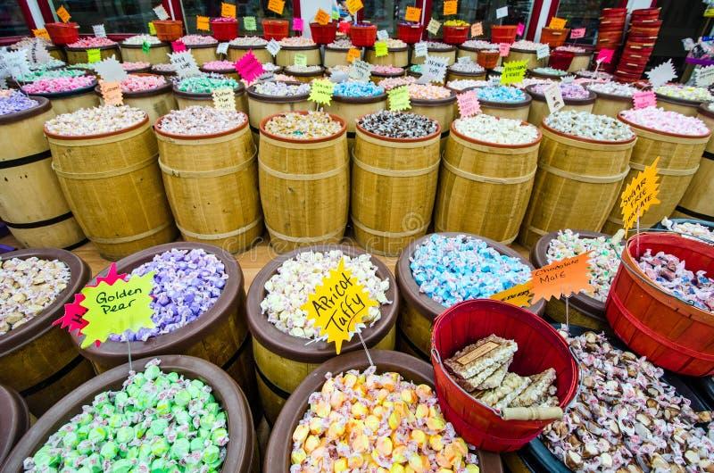 Een taffy winkel op het toeristengebied van Conservenfabriek Roy verkoopt snoepjes in elk denkbaar aroma royalty-vrije stock afbeeldingen