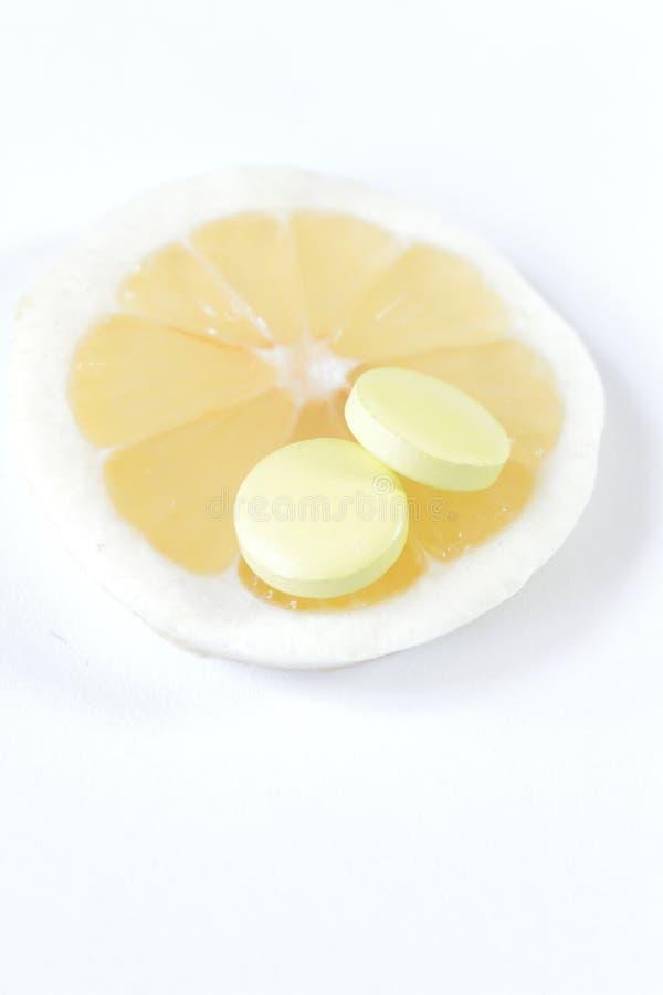 Een teablet of een vers fruit die u kiest? Identiek voordeel stock afbeelding