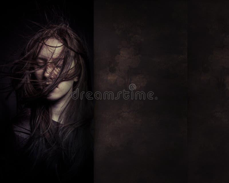Een teder portret van een dromerig meisje met ogen sloot, perfecte sk royalty-vrije stock afbeelding