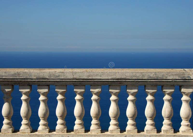 Een terras die het overzees overzien royalty-vrije stock foto