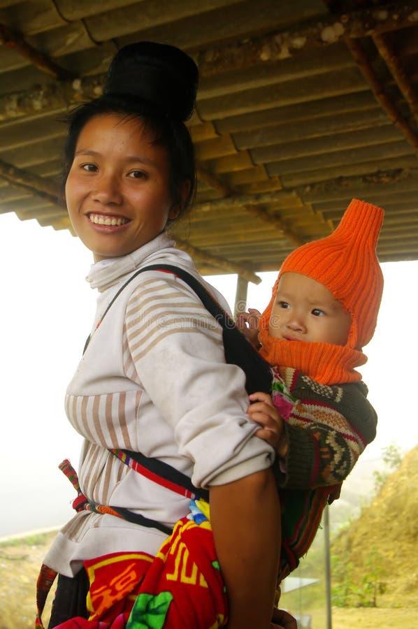 Een Thaise moeder en haar baby royalty-vrije stock afbeeldingen