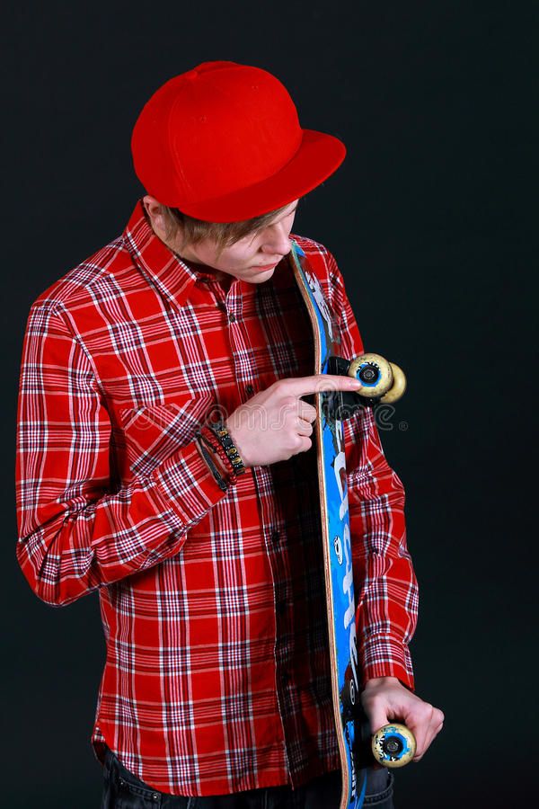 Een tiener met skateboard royalty-vrije stock afbeelding