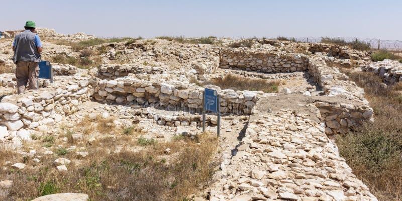 Een Toerist bij de Canaanite-Stad bij Tel. Arad in Israël royalty-vrije stock afbeelding