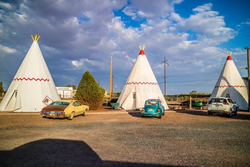 Een toeristentent met een mening van de stad in Holbrook, Arizona royalty-vrije stock foto