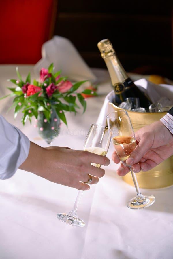 Een toost van Champagne stock foto