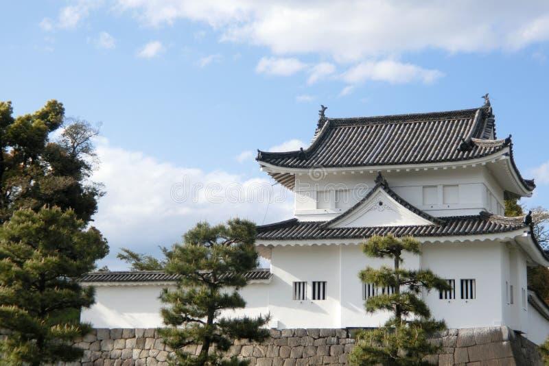 Een toren bij Nijo-Kasteel in Kyoto stock afbeelding