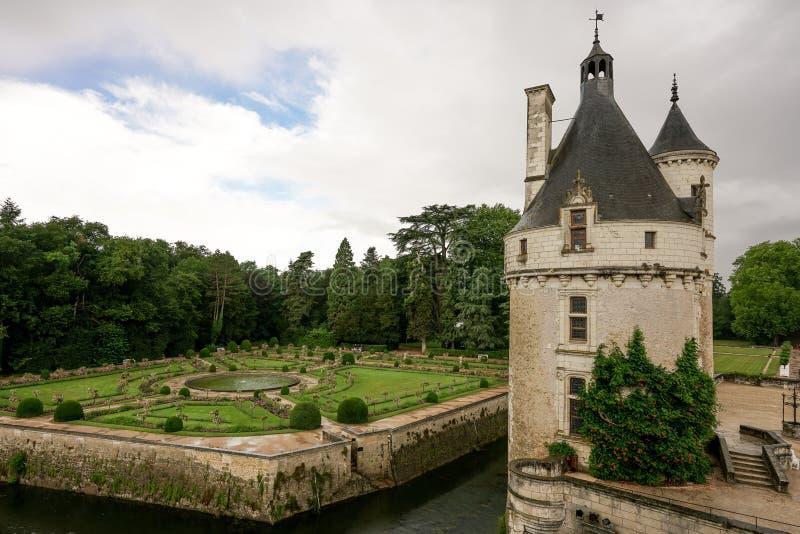 Een toren met Franse tuin royalty-vrije stock afbeelding