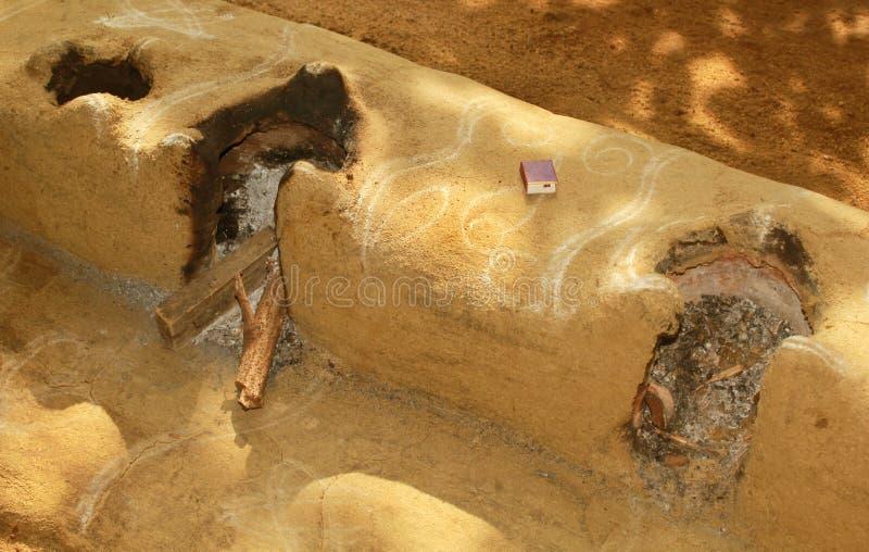 Een traditioneel oud Indisch fornuis van het dorpsbrandhout royalty-vrije stock afbeelding