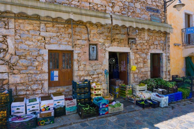 Een traditionele opslag van het marktfruit in Areopoli-dorp in Mani Greece royalty-vrije stock fotografie