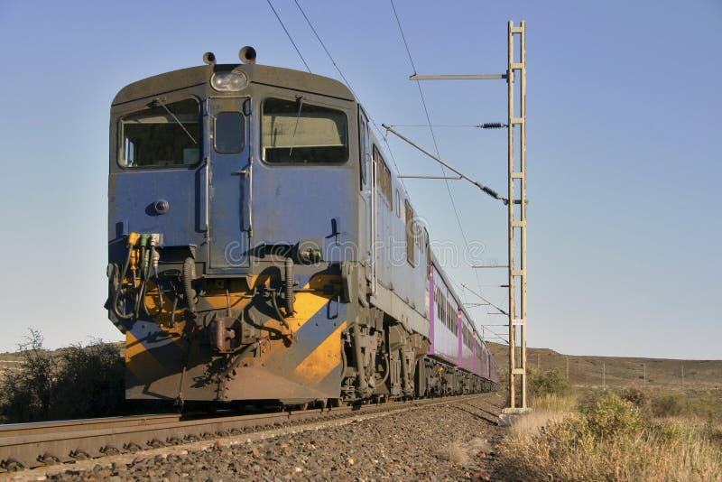 Een trein in Karroo royalty-vrije stock afbeeldingen