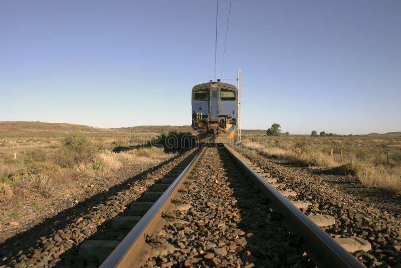 Een trein in Karroo stock afbeeldingen