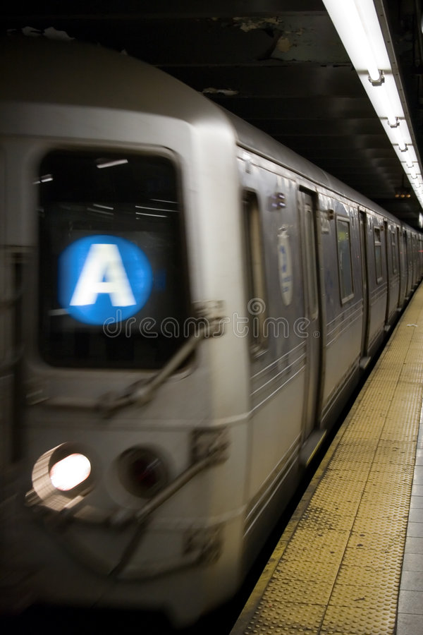 Een trein in New York stock afbeeldingen