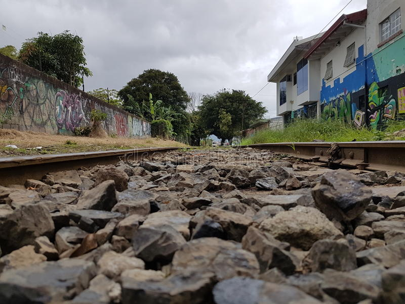 Een trein ver weg royalty-vrije stock afbeeldingen