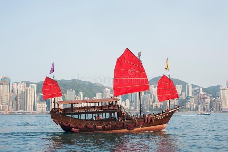 Een troep van de toeristenreis kruist Victoria Harbour, Hong Kong stock afbeeldingen