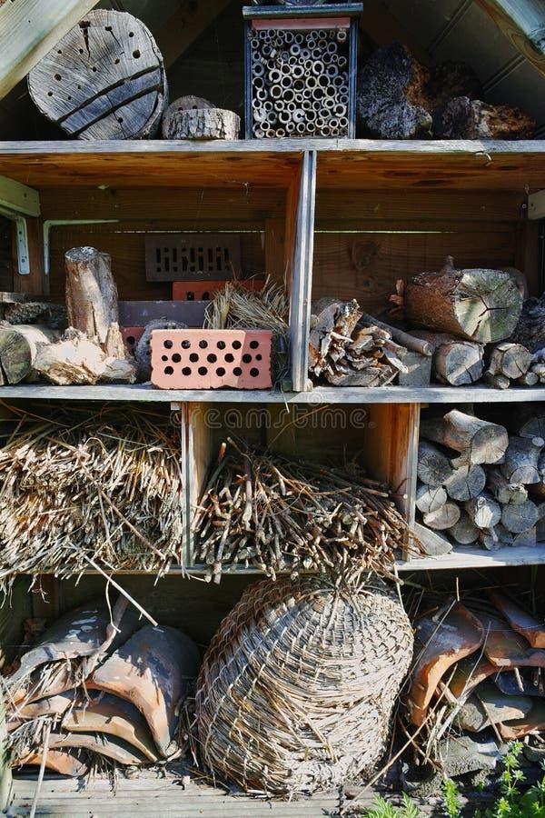Een Tuinschuilplaats voor Wilde dieren en Insectenhuis royalty-vrije stock afbeeldingen