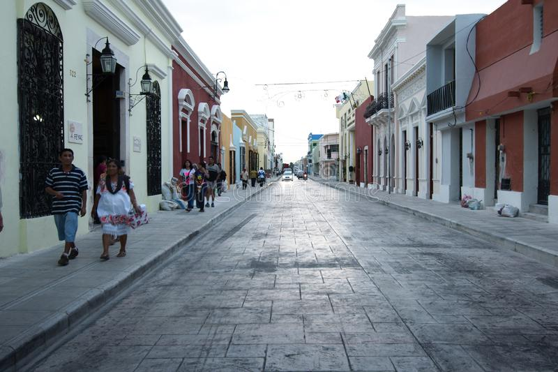 Een typische keistraat in Merida stock afbeelding