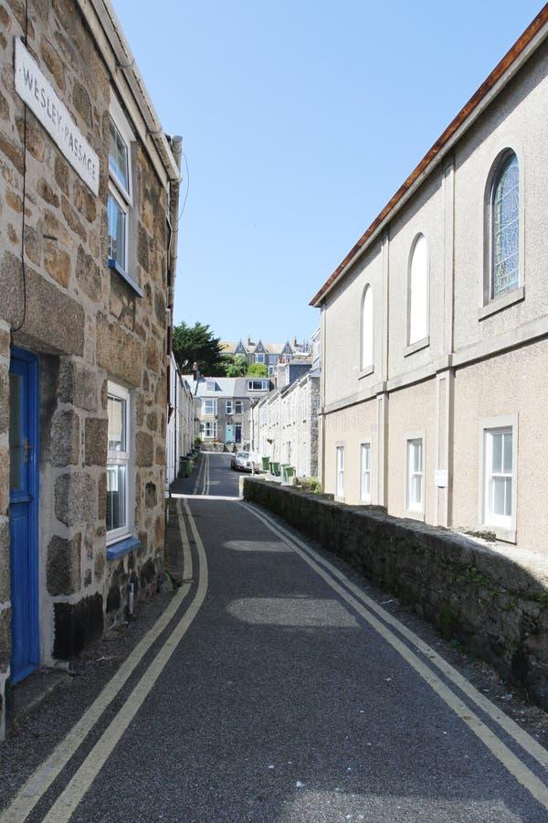 Een typische stadsstraat van Cornwall in Heilige Ives, wesleypassage Heilige Ives, Cornwall royalty-vrije stock fotografie