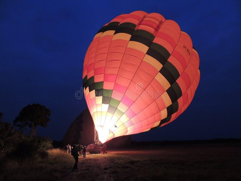 Een uitgaande stijging van de brandballon stock foto's