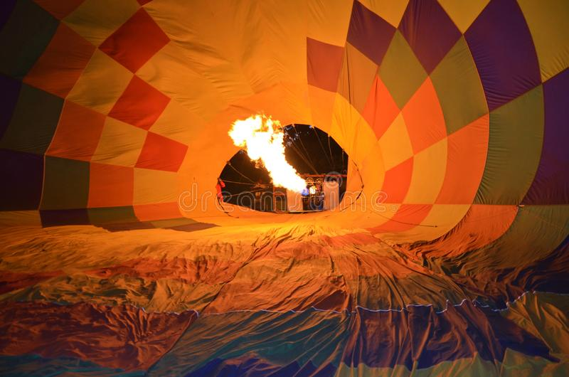 Een uitgaande stijging van de brandballon royalty-vrije stock foto's