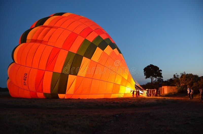 Een uitgaande stijging van de brandballon royalty-vrije stock fotografie