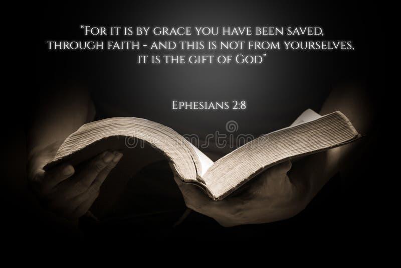 Een Uitstekende Achtergrond van het Bijbelvers met de Bijbel stock fotografie