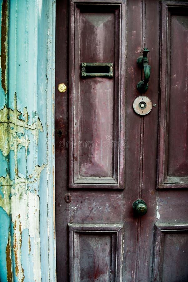 Een uitstekende voordeur in Ierland De Europese geschiedenis is overal op de straten van Dublin stock foto
