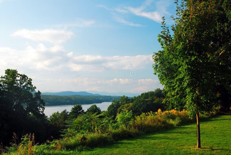 Een uitzicht op de Hudson rivier en Valley uit Hyde Park, New York stock foto's
