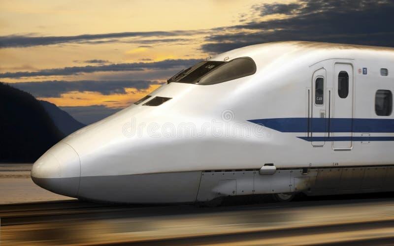 Een Ultrasnelle trein Shinkansen in Japan stock afbeeldingen