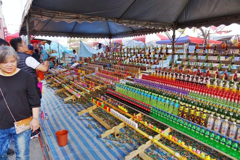 Een Vaardigheidsspel bij een Markt in Taiwan stock afbeeldingen