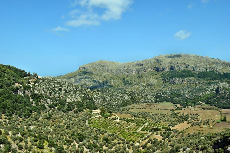 Een verbazende mening van Lluc aan mooie hoogste bergen en heuvels stock afbeeldingen