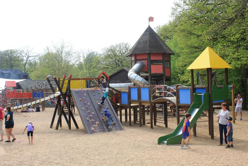 Een verbazende speelplaats voor jong geitje in Parc Merveilleux, Bettembourg stock fotografie