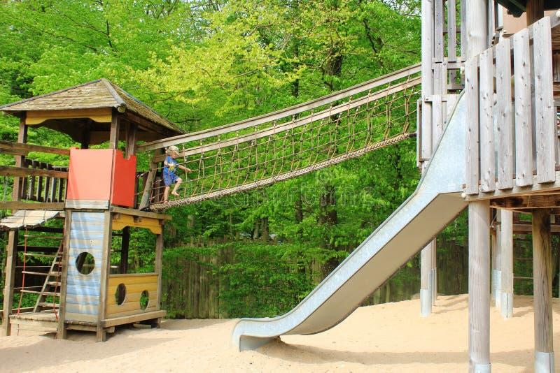 Een verbazende speelplaats voor jong geitje in Parc Merveilleux, Bettembourg stock foto
