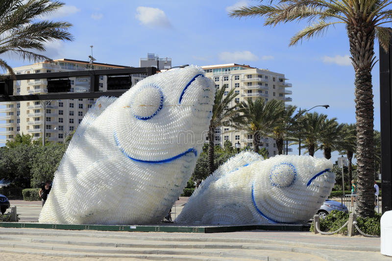 Een Verhaal van Twee Vissenbeeldhouwwerken stock afbeelding