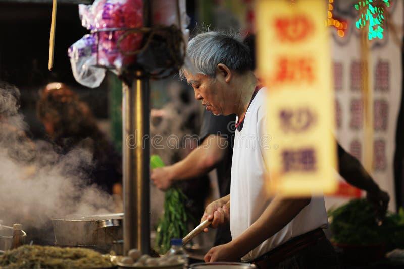 Een verkoper van het straatvoedsel stock foto