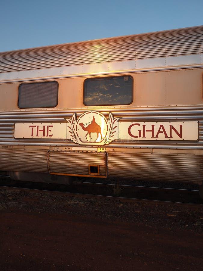 Een vervoer van de beroemde Ghan-spoorweg bij een ochtendeinde in Marla royalty-vrije stock foto