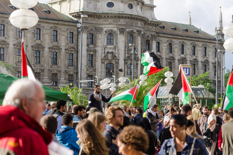 Een verzameling tegen de oorlog in Gaza stock foto's