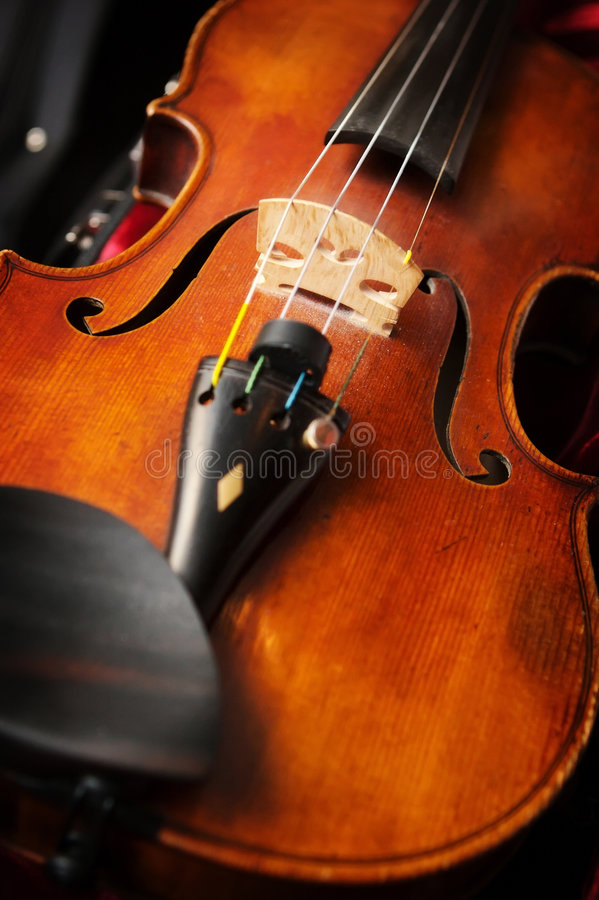 Een viool in vioolgeval royalty-vrije stock afbeelding