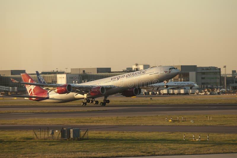 Een Virgin Atlantic-Luchtbus A340 royalty-vrije stock afbeeldingen
