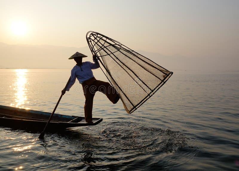 Een visser op Inle-Meer, Myanmar royalty-vrije stock foto