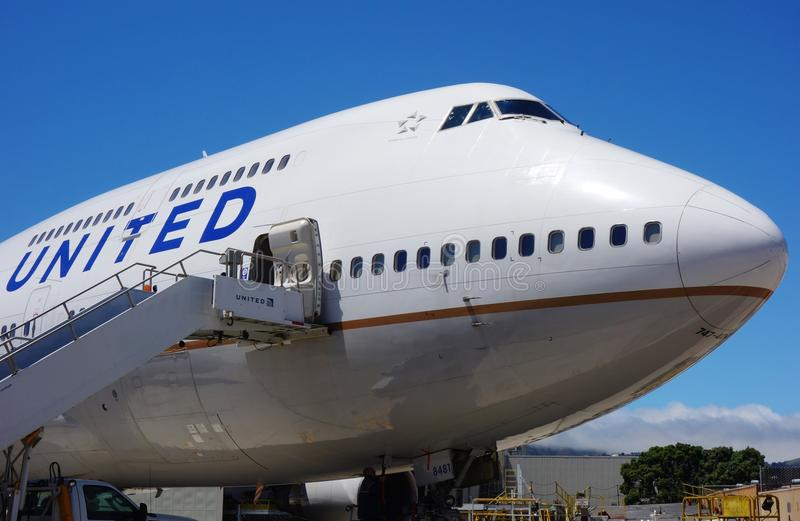 Een vliegtuig van Boeing 747-400 van United Airlines RE stock afbeeldingen